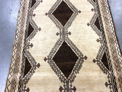 Old Persian Gabbeh rug size 2.50m x 1.26m